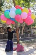 Briefkarte Junge mit Luftballons